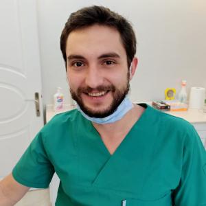 Diş Hekimi Canberk Serttaş
