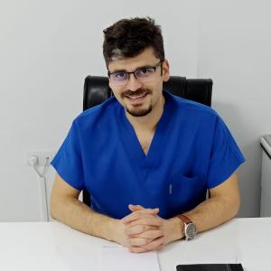 Diş Hekimi Mehmet Arıkan